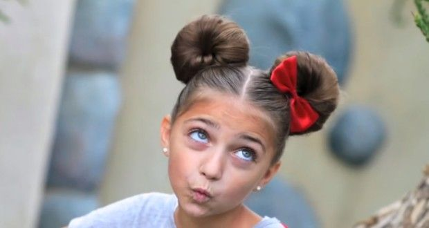 This is SO ADORABLE!! Video tutorial to main Minnie Mouse hair buns. Love it.