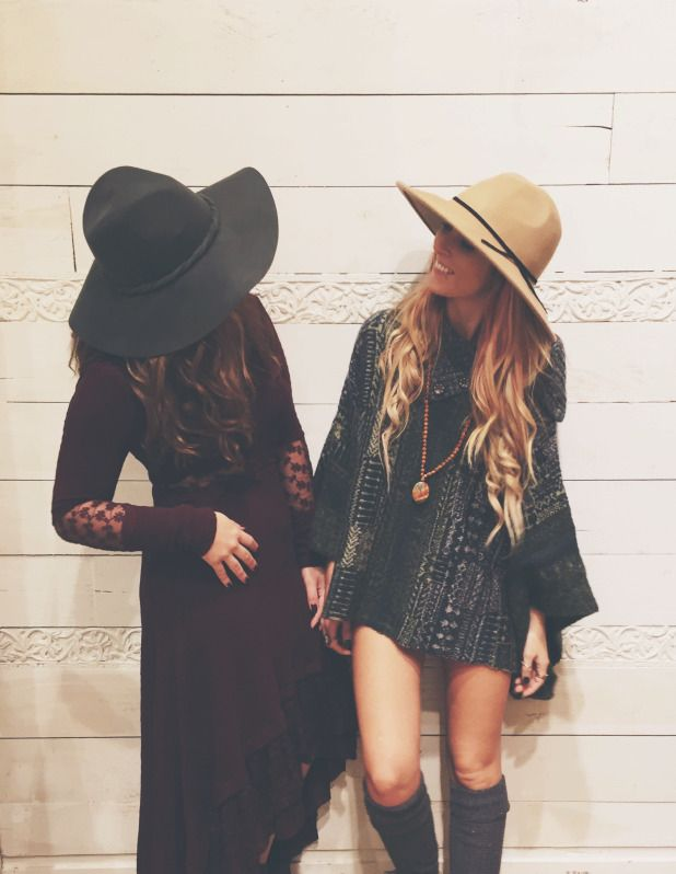 I love this boho look especially with the flowy sleeves and floppyhat