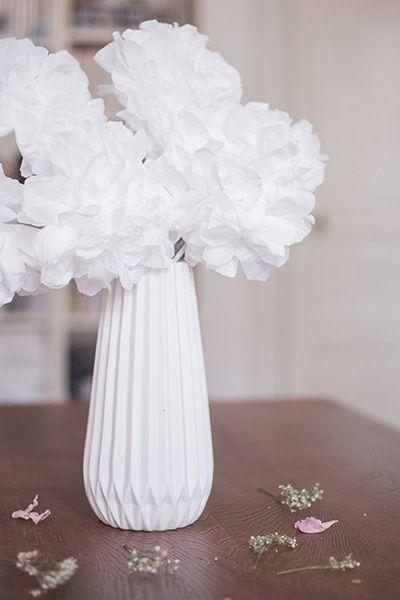 DIY en papier: réaliser un bouquet de fleurs avec des serviettes en papier et quelques branches. DIY rapide simple et efficace, blog lifestyle créatif