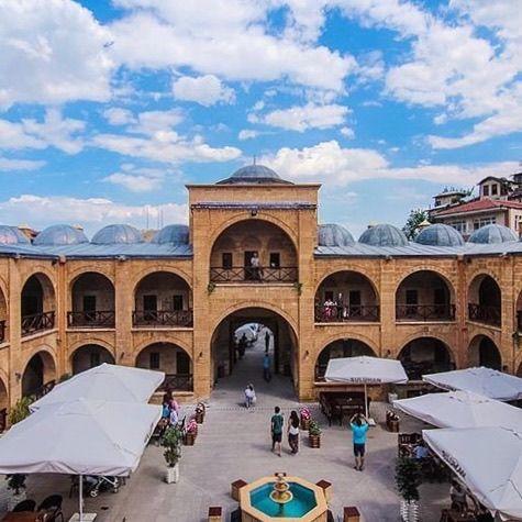 Suluhan/Beypazarı/Ankara/// 1613 yılında Osmanlı sadrazamlarından Nasuh Paşa tarafından yaptırılan tarihi hanın restorasyonuna ilk olarak 1917 yılında başlandı. 1. Dünya Savaşı'nın etkisi ile restorasyon sadece tarihi hanın kapı giriş kısmı ile sınırlı kaldı.
