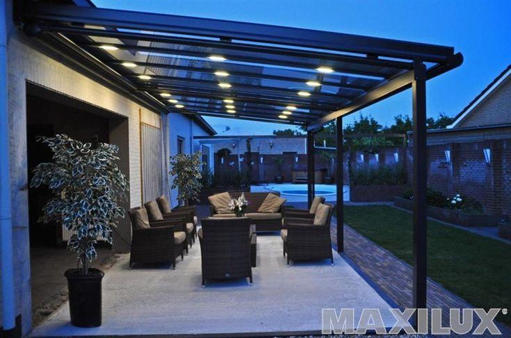 Komfortní hliníkové zastřešení terasy včetně integrované markýzy a integrovaného osvětlení