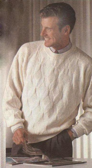 Вязаный мужской пуловер с рельефным узором.