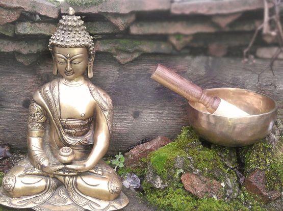Les bols tibétains sont des objets ancestraux souvent ramenés en souvenir d'un voyage en Inde ou du Népal.          Selon la légende, des fo...