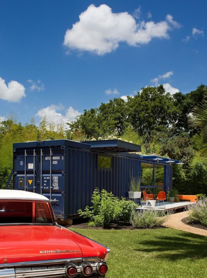 Poteet-Architects-blue-container-guesthouse-with-roof-garden-red-cadillac-San-Antonio-Texas