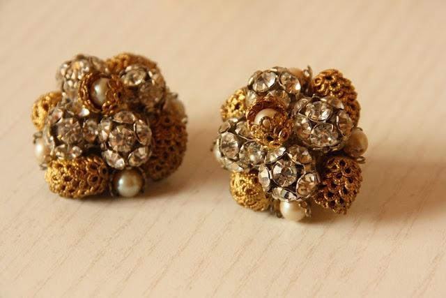 Vintage 60's earrings!