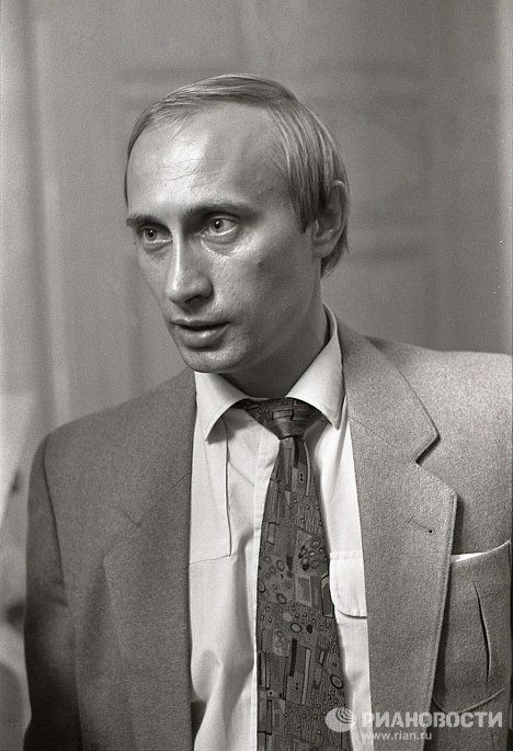 Путин в 91-м году.   Russian President Putin in 1991. A bit disheveled