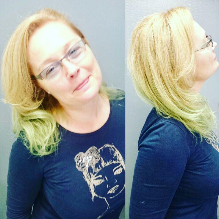 Comme Brigitte, cliente du salon Grand Paris, découvrez des reflets surprenant, ici  un vert jade... Égayez votre Blond! #jade #blondme #schwarzkopfprofessional #94 #funhair #rémithorparis #coloriste #échat #rémithorgrandparis #créateurdebeauté #coiffeur #visagiste #paris #créteil #hair #coiffeurcréteil #meilleurcoiffeurdecréteil #coiffeurparis #coiffeurparis2 #fashion #coiffeurparis9 #hairstyle #beautybuilder