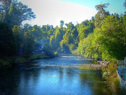 rio de termas de puyehue en la region de entre lagos.chile