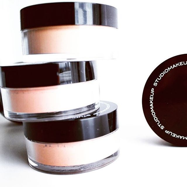 Soft Focus Loose Powder by #STUDIOMAKEUP  #studiomakeupindonesia #makeup ##cosmetics #repost #smunordics #face #powder #loosepowder #flawless #silky