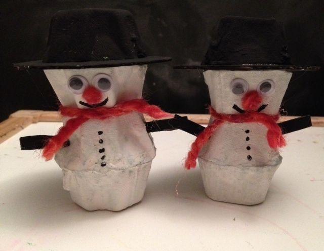 Bonhommes de neige (avec des boites d'oeufs)
