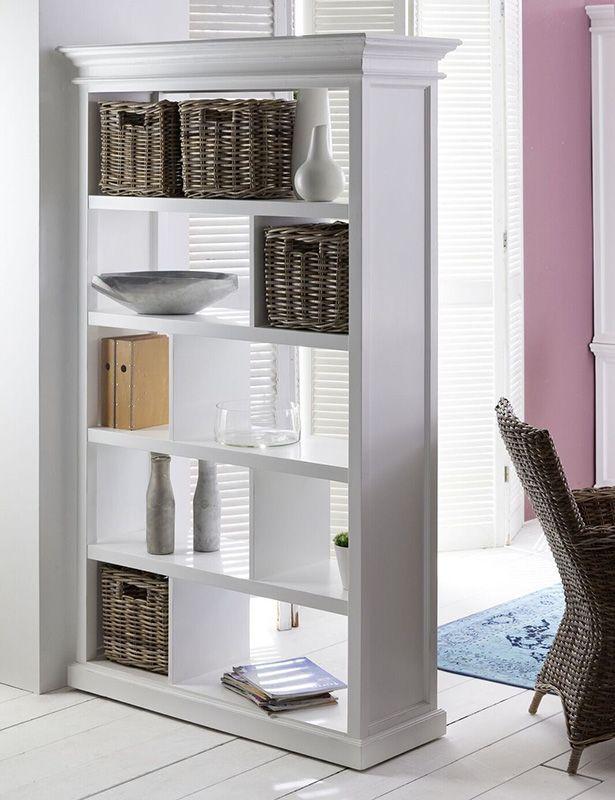 Vakkenkast Wittevilla, wit hout met rieten manden. Voor boeken en woonaccessoires. Bij Meubelen-Online https://www.meubelen-online.nl/vakkenkast-wit-open-vakken-en-manden-Wittevilla
