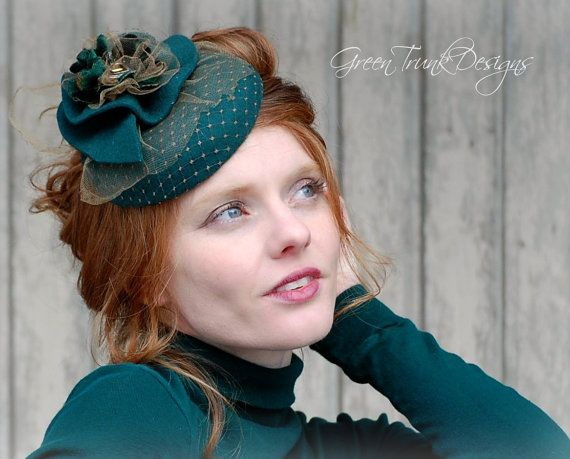 Green Fascinator Hat / Cocktail Hat / St by GreenTrunkDesigns