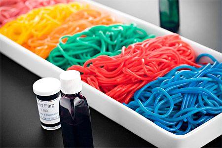 Färgad pasta till barnkalas
