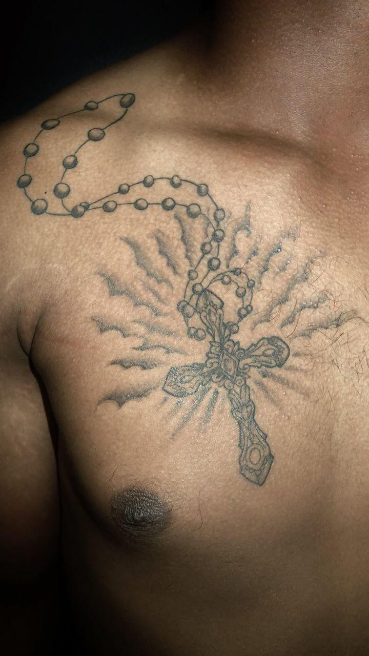 Tatouage homme torse - Tatouage Croix Homme Torse