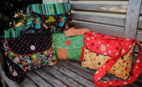 Bag Tutorials. There are 2 tutorials on this page. One at the top and one at the bottom of the page in contrasting ink. Read about the bags & you'll see them.