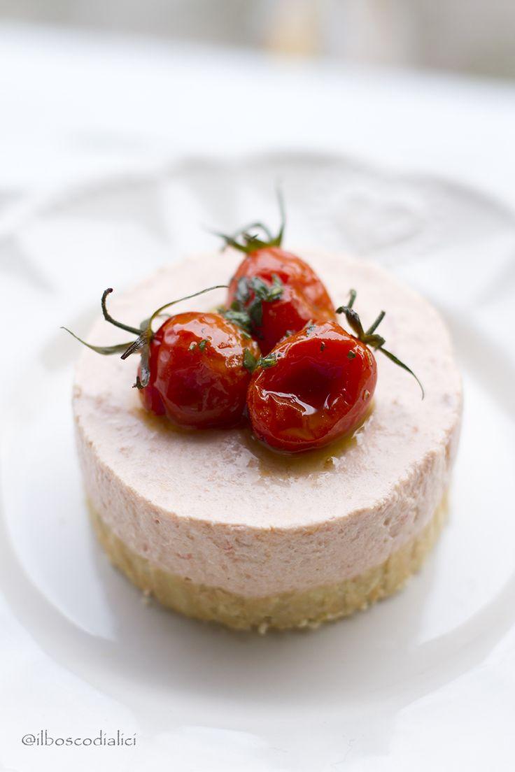 il bosco di alici: Cheesecake salata di pappa al pomodoro con pomodori confit e olio al basilico