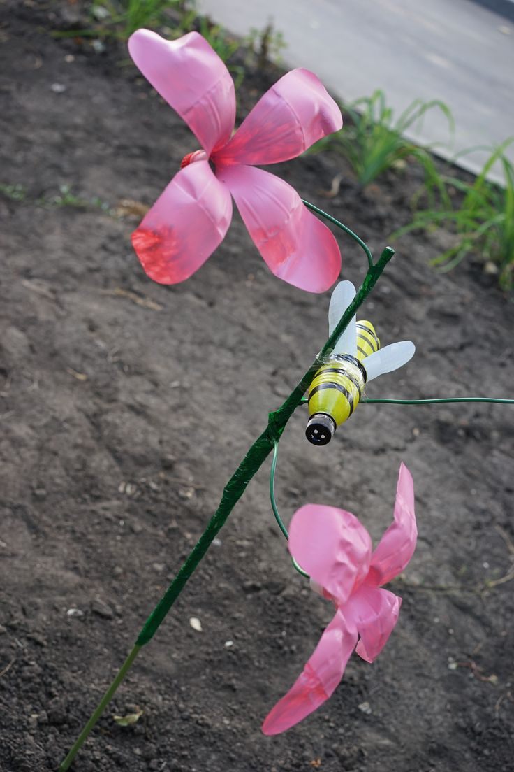 Flowers and bee from plastic bottles