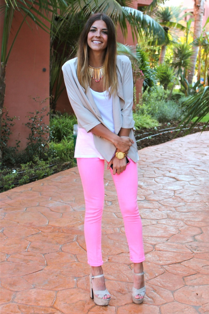 So simple, yet so beautiful.  The pants are so bright and the blazer and white tee work great with the bright pink.