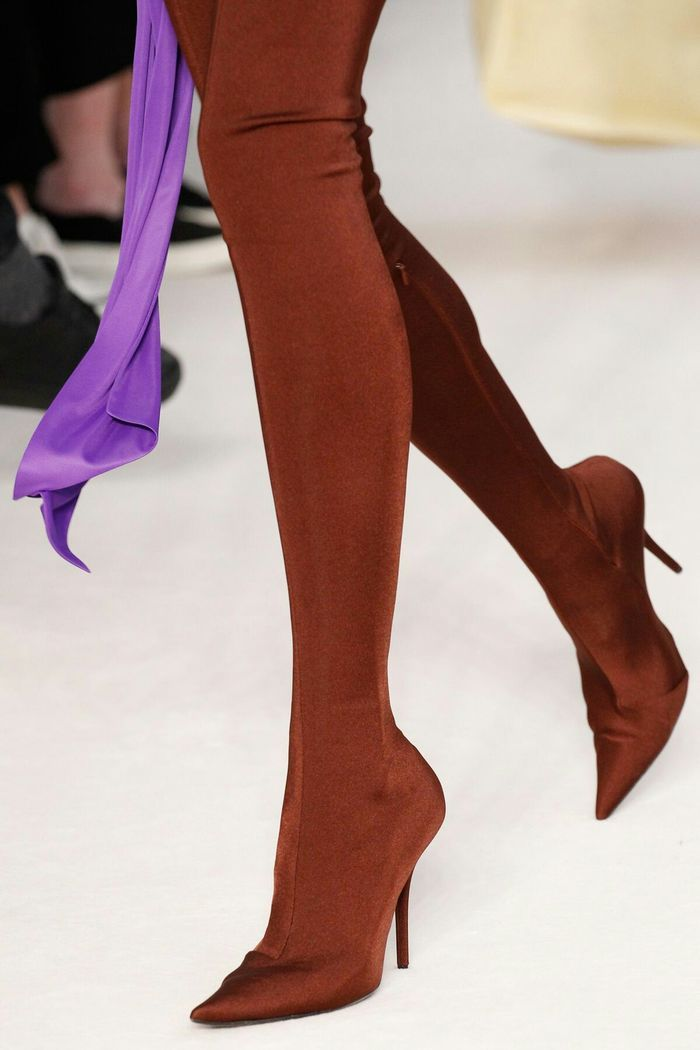 Модная обувь: сапоги-чулки с острым носком, коллекция осень-зима 2017-2018
