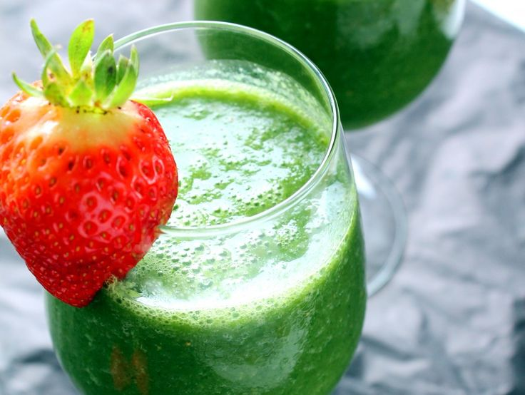 #Vegan Detox Green Monster Smoothie with kale, strawberry, cucumber, & #banana