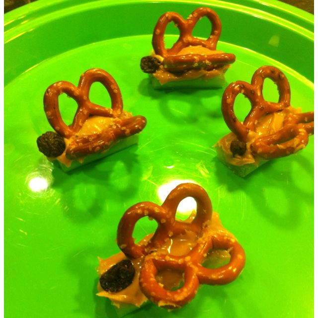 Healthy butterfly snack for kids - celery, peanut butter, pretzels and raisins. Mmmmm mmmm good, and cute! :): Cute Kids Snacks, Peanut Butter Pretzels, Healthy Butterflies, Chips Raisin, Butterflies Treats For Kids, Butterflies Snacks For Kids, Celery Snacks For Kids, Butterflies Parties, Celery Peanut Butter