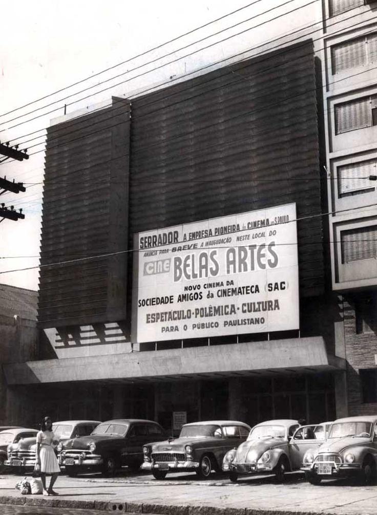 Anos 60 - Cine Belas Artes na rua da Consolação. Placa anunciando a abertura em breve, essa sala integrava o Circuito Serrador de cinemas, a maior empresa de cinemas de São Paulo naquela época.