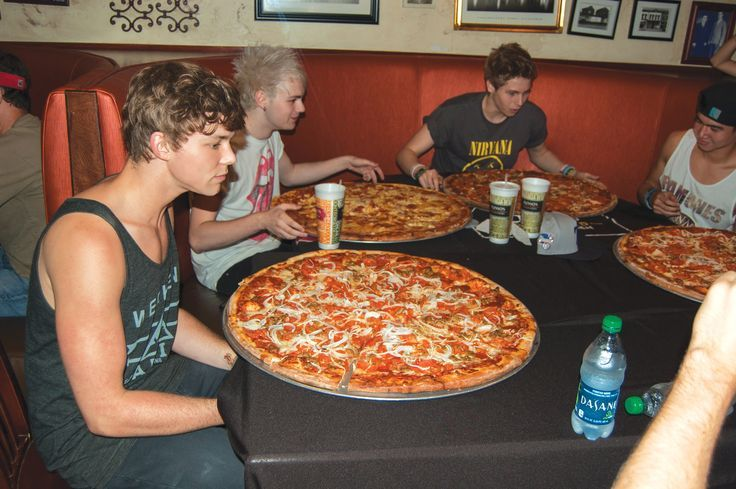 Okay lukes face is absolutely priceless in this picture... Like he can't believe what is before his eyes :3