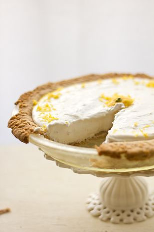 Lemon Ginger Cheesecake - 27 Gorgeous Lemon Desserts To Soothe Your Winter Blues