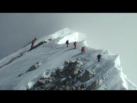 Conquista, superação, desafios. Escalar o topo do Everest é uma perfeita metáfora de como o perfil 3 se automotiva e encara a vida.