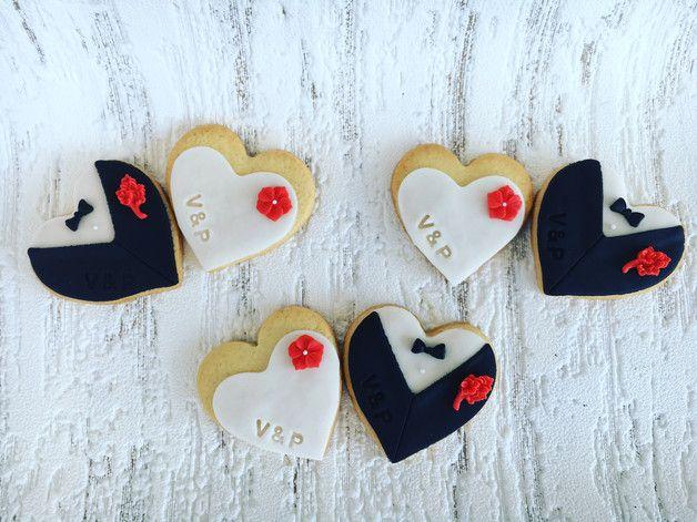*Fondantkekse* Butterkekse mit Fondant liebevoll dekoriert. Für einen Extrapreis (zw. 5-10€) werden die Kekse in Cellophantüten verpakt und mit einer Schleife versehen (siehe Bild). Überrascht...