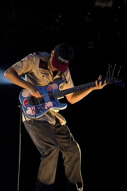 Tom Morello (New York, 30 mei 1964) is een Amerikaanse musicus die bekend werd als gitarist van Rage Against the Machine en Audioslave. Daarnaast heeft hij zijn eigen soloproject The Nightwatchman. Hij treedt ook incidenteel als gast op bij optredens van Bruce Springsteen en The E Street Band,