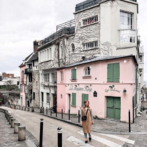 Loved exploring Montmartre yesterday and finally got to see La Maison Rose 💓одно из немногих фото из этой поездки, на котором нет Эйфелевой башни 🙈
