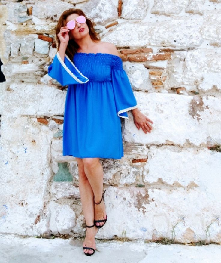 🌸 Αναδείξτε τη Θηλυκότητά σας με μια off shoulder επιλογή! 🌸 Φορέστε το ραφ mini Φόρεμα που διαθέτει λάστιχο Σφηκοφωλιά στο επάνω μέρος με λουστρίνι Πέδιλα σε μπεζ απόχρωση. Κρατήστε ένα μεταλιζέ Τσαντάκι με αλυσίδα. #φορεματα