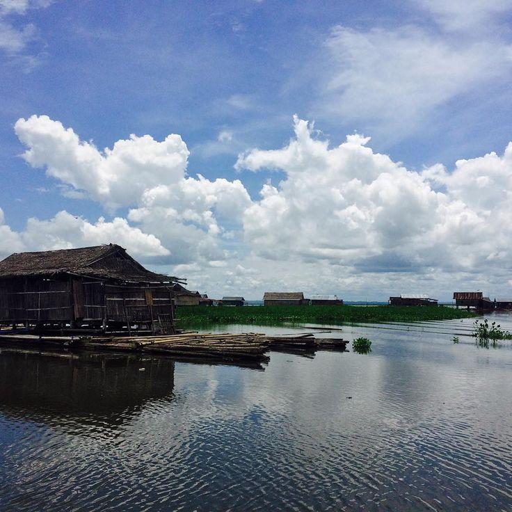 Wisata danau Tempe Makassar ini merupakan salah satu danau alami terbesar yang ada di Pulau Sulawesi. Danau ini tak hanya menjadi obyek wisata tujuan para wisatawan domestik tetapi juga wisatawan mancanegara.[photo by instagram.com/rayya_rayy]