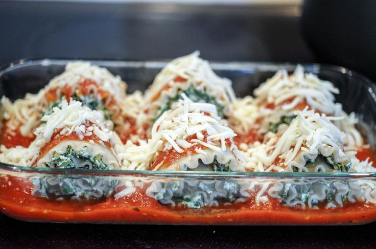 Skinny Lasagna Rolls | A vegetarian lighter take on your traditional lasagna with low-fat cheese and gluten-free noodles.