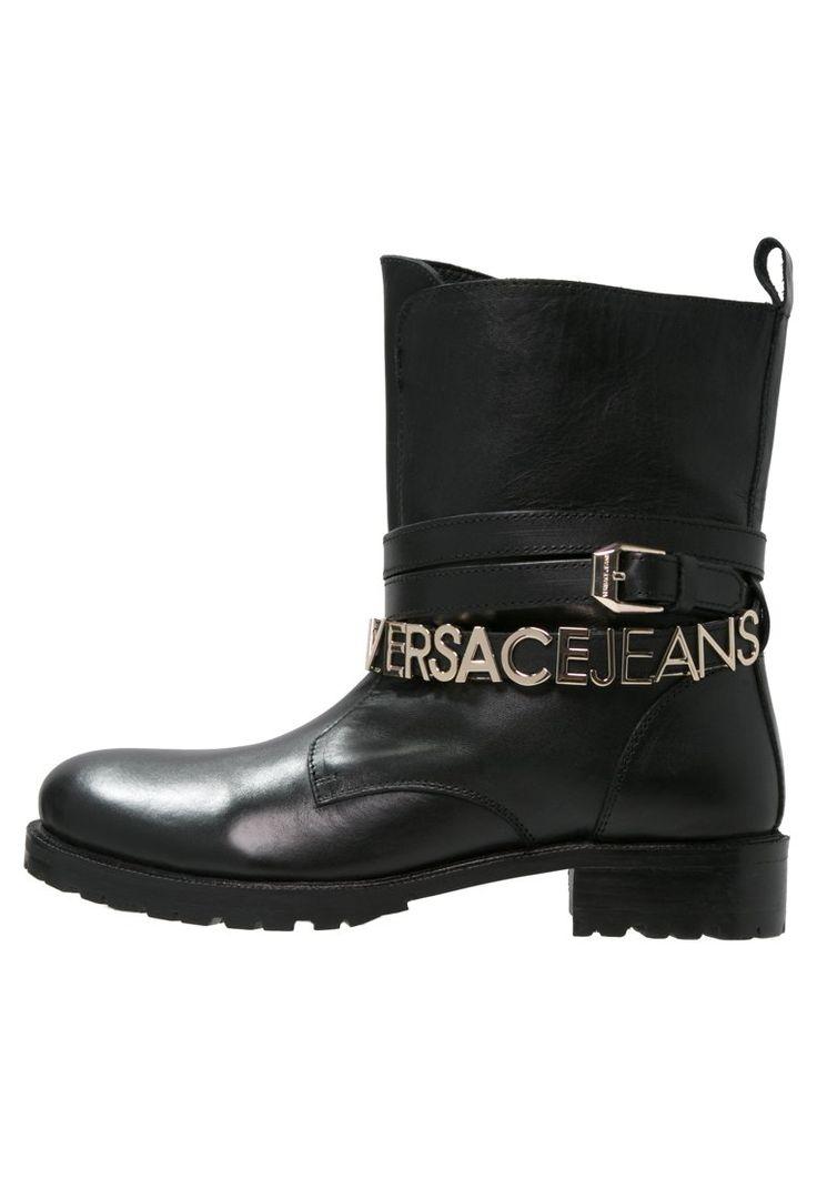 Versace Jeans Botki kowbojki i motocyklowe nero 1,169.00zł materiał zewnętrzny: skóra, materiał wewnętrzny: skóra, podeszwa: tworzywo sztuczne, wyściółka: skóra #moda #fashion #women #kobieta #versace #jeans #botki #kowbojki #potocyklowe #kozaki #damskie #nero #czarny #black #skóra #skórzane