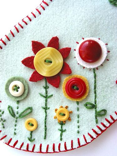 Buttons and embroidery - cute combo: Idea, Button Flowers, Buttons Buttons, Flower Applique, Flower Button, Buttons Embroidery, Diy Craft