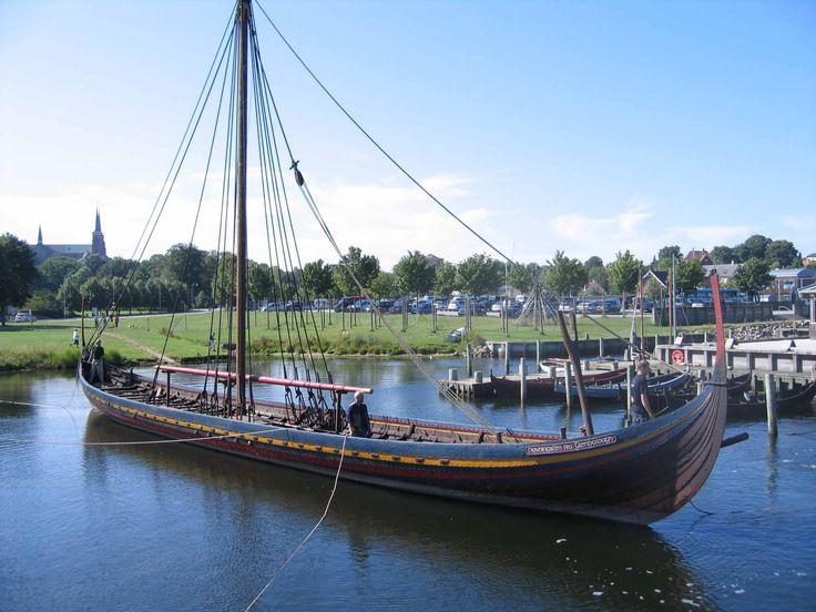 Wikingerschiffsmuseum Roskilde im Dänemark Reiseführer http://www.abenteurer.net/1404-daenemark-reisefuehrer/