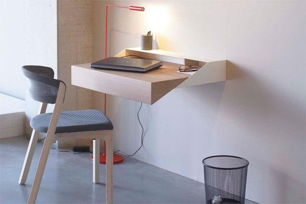 Nog zo'n Nederlandse uitvinding is de Deskbox, een ontwerp van Yael Mer en Shay Alkalay voor Arco. Een kleine werkplek die kan worden ingeschoven tot een gesloten doos, half zo groot als het werkblad. Vanaf 835 euro via arco.nl