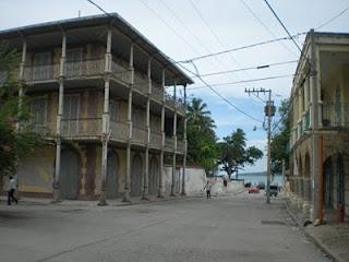 architecture coloniale dans le bas de la ville à Jacmel (Haïti)