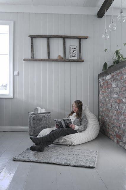 Beautiful knitting from AHT Design by Tove Andersen. Photo: Maria Rasmussen, Interiørkonsulent, New Room Interior