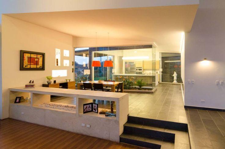 Ingresso, Corridoio & Scale in stile in stile Tropicale di PLANTA BAJA ESTUDIO DE ARQUITECTURA