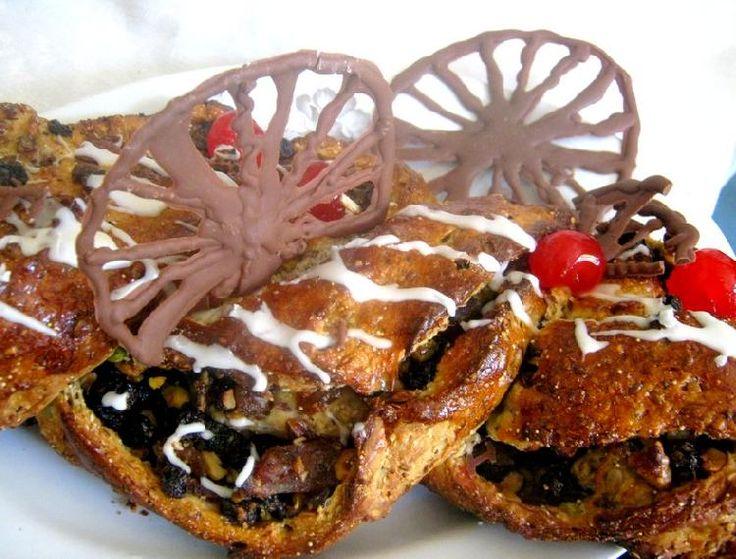 Rosca de Pascua rellena de crocante de chocolate y dátiles