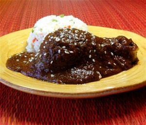 Tú puedes elaborar tu propio mole poblano: El pollo con mole poblano es un plato icónico de la cocina auténtica mexicana.