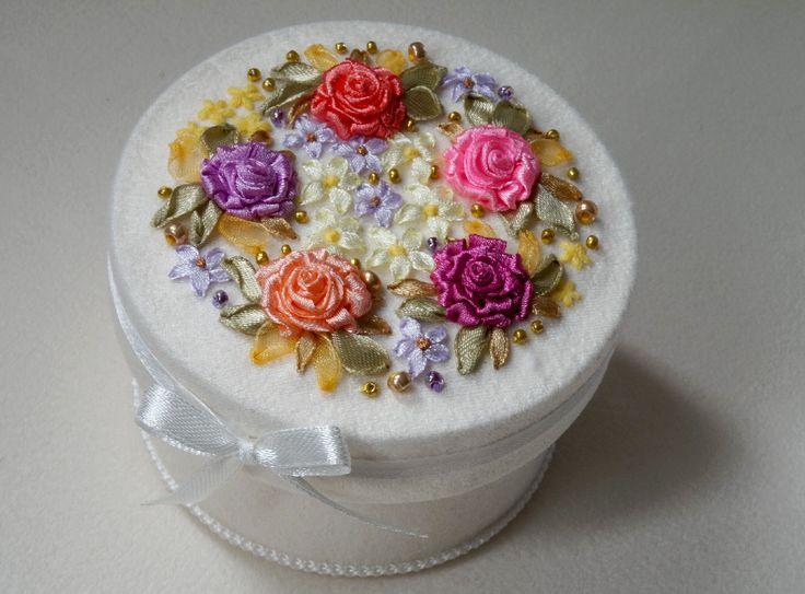 "Шкатулка ""Светлый праздник"". Handmade. Embroidery ribbons. Box ""Bright Holiday"""