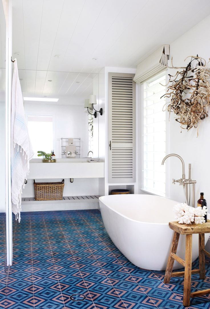 Luxurious oversized bath highlight by patterned floor tiles in Palm Beach, Sydney. | Photo: Nicholas Watt | Story: Belle