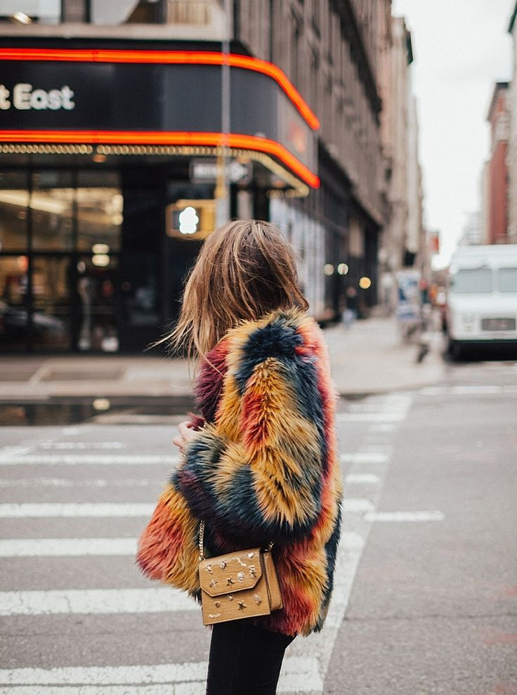 Fake fur coat | trend fall 2017 | Coats | Outfit | Streetstyle | More on Fashionchick
