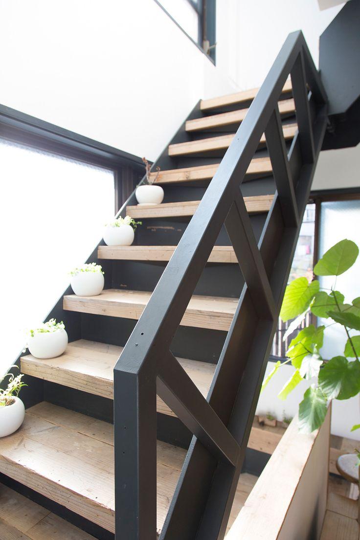 階段の手摺りは作ったものではなく、もともとあった階段の骨組みを活かした。