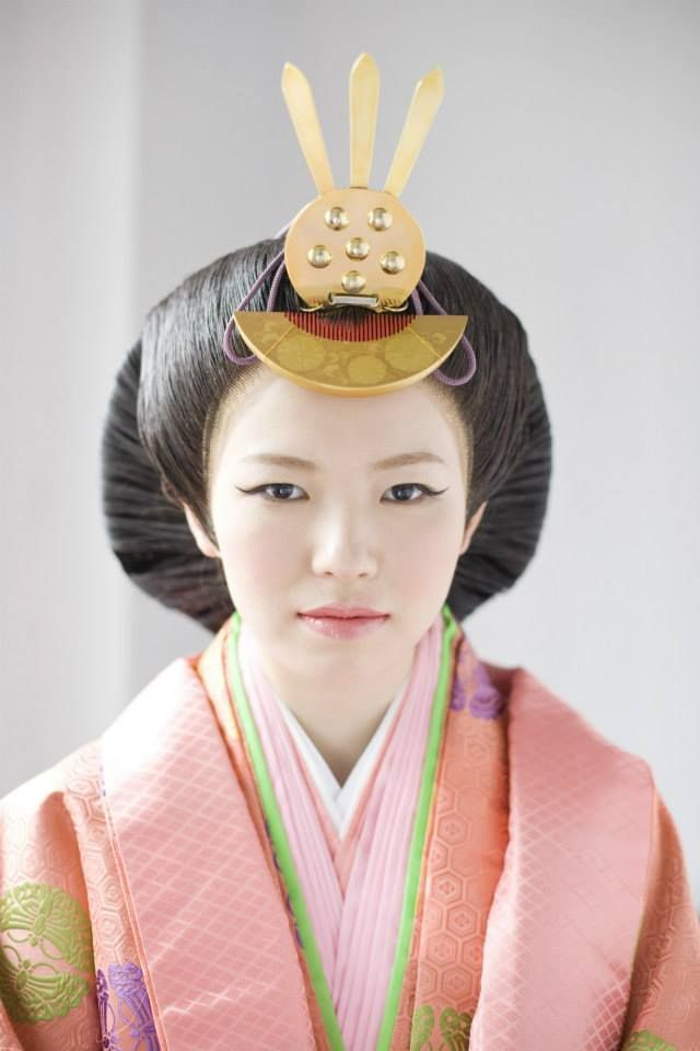 A close up of a Heian lady's formal hair ornaments.
