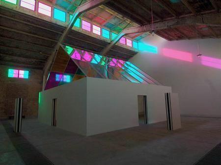 DANIEL BUREN, Installation in Galleria Continua Beijing, 2005.